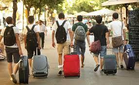 Semana Santa: Y tú, ¿qué tipo de turista eres? ¿Previsor? ¿Cazador de  gangas? | Economía | EL PAÍS
